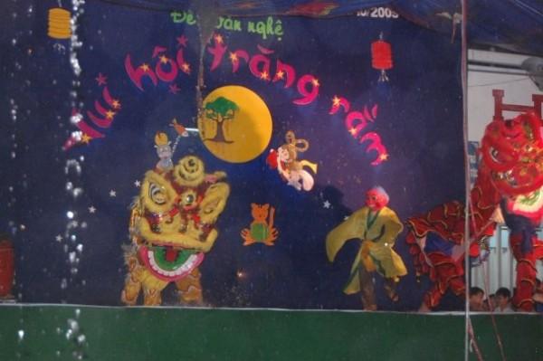 chương trình Vui Hội Trăng Rằm năm 2009 của Đội CTXH tại huyện Ba Tri, tỉnh Bến Tre